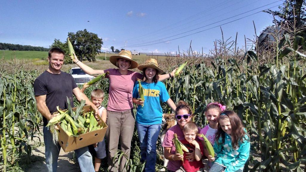 VeggiesForAll group photo in corn field